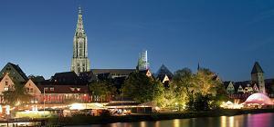 Neu-Ulm - Blick auf Ulm mit Münster beim Donau-Fest