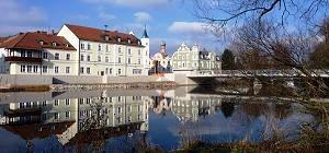 Vilsbiburg - Rathaus und Stadtbrücke